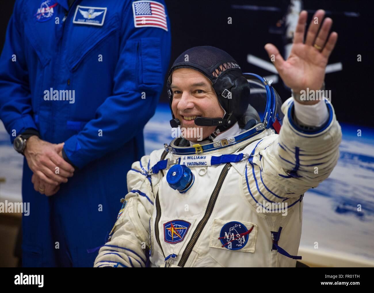 Baikonur, Kazakhstan. 19th Mar, 2016. American astronaut Jeff Williams waves to family members during final pressure - Stock Image