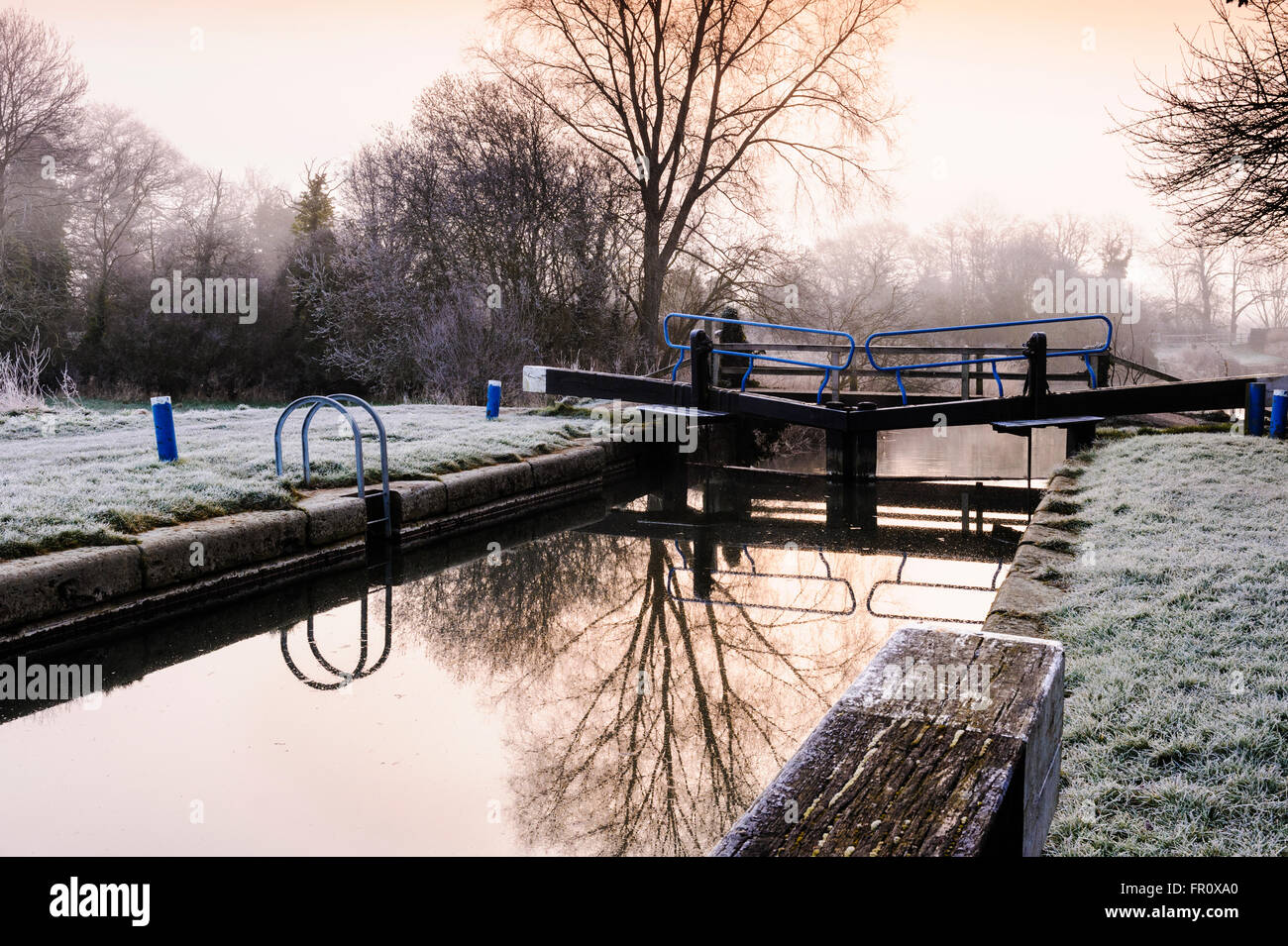 Canal lock gates on a very cold, frosty morning. - Stock Image
