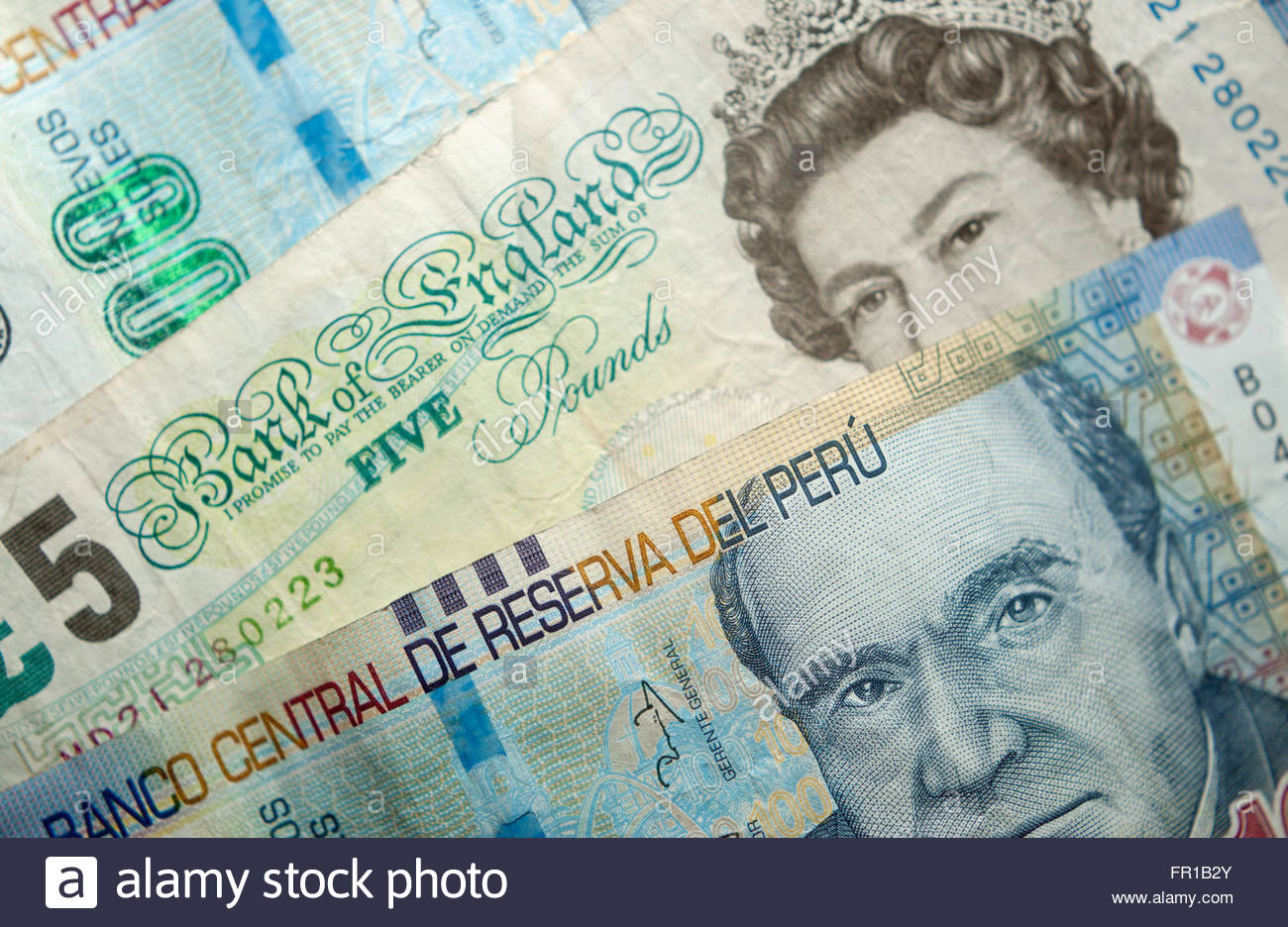 Peruvian Soles (Peru sol) and UK pounds currency - Stock Image