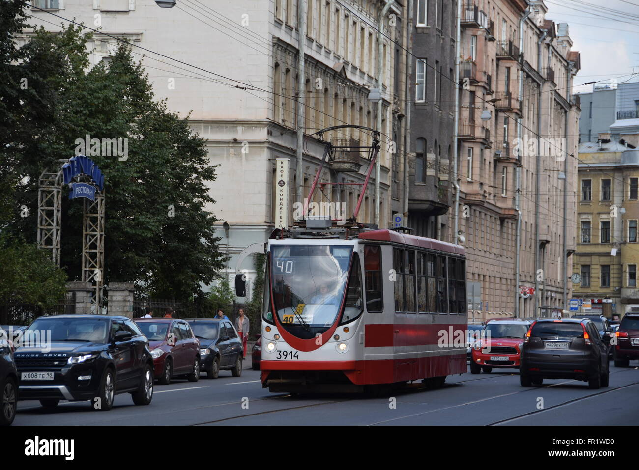 LM-99 solo tram of route 40 in mixed traffic at Kuybysheva Street in