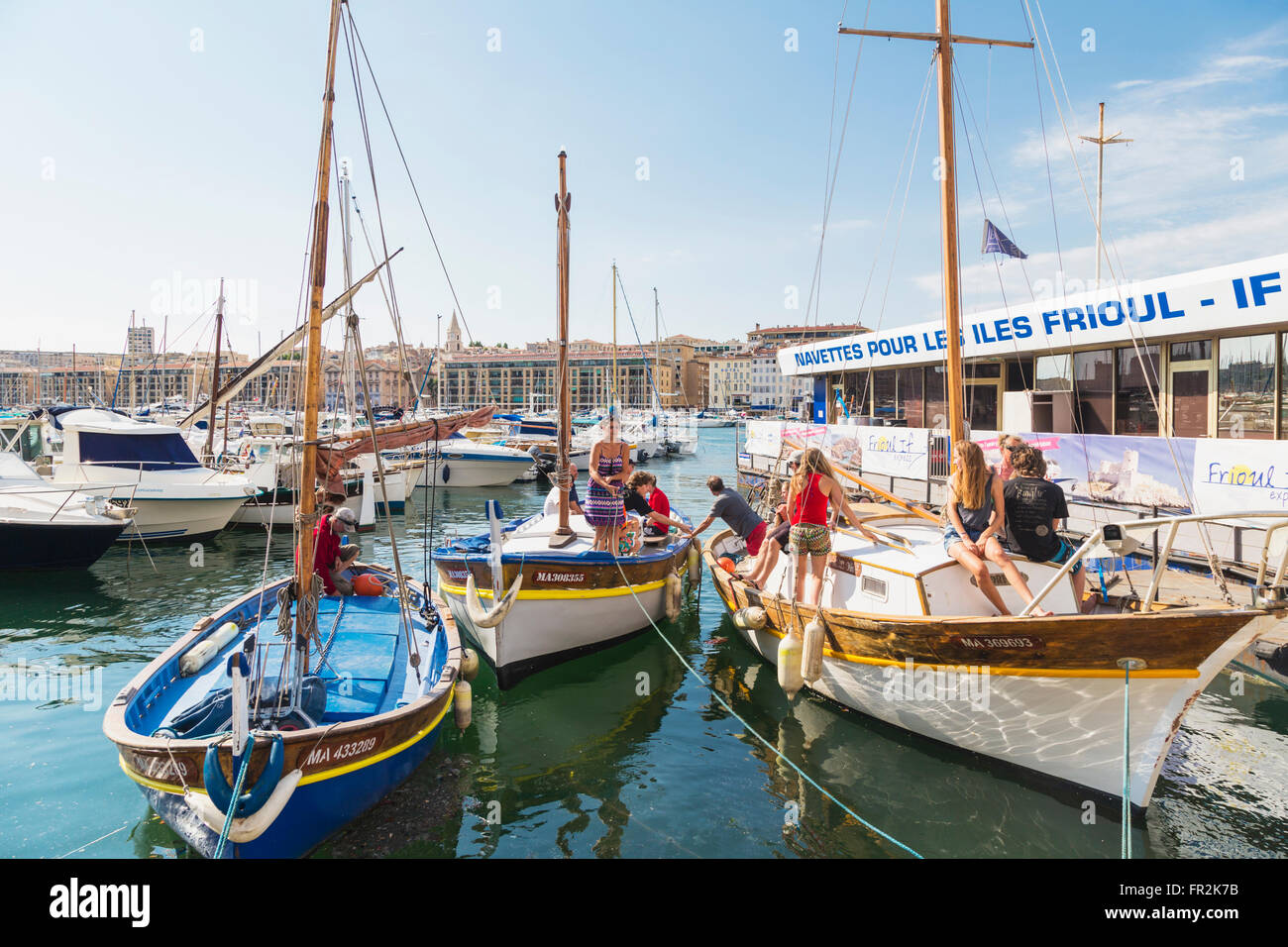 Marseille, Provence-Alpes-Côte d'Azur, France.  Activity on the Quai des Belges.  People setting off in - Stock Image