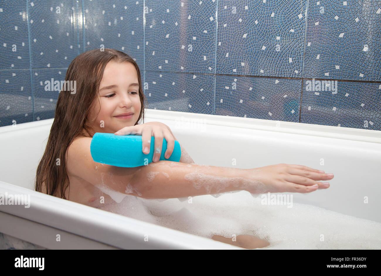 Nood girls in the bath tub ICLOUD LEAK massage pics photos