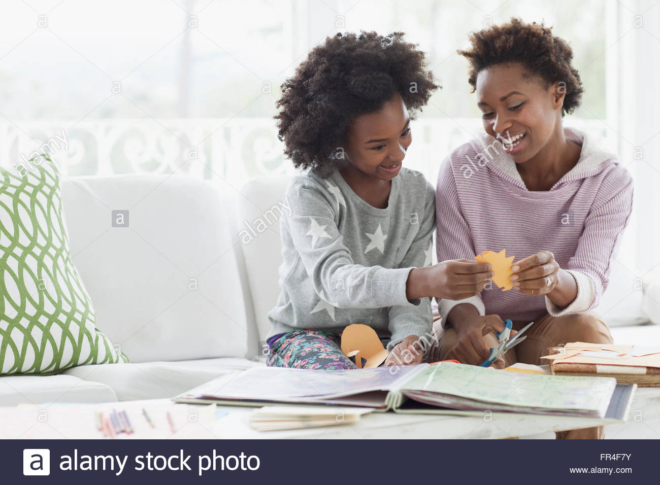 mother and daughter crafting together - Stock Image