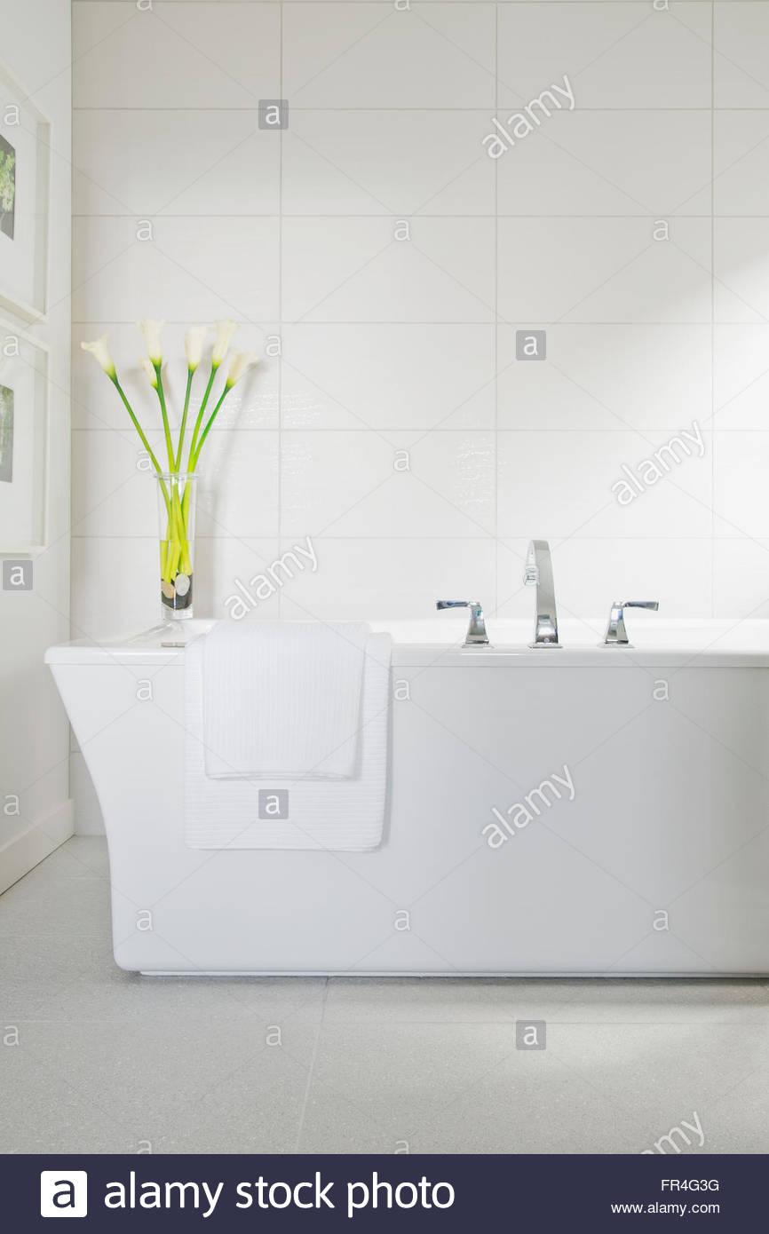 White bath tub in contemporary bathroom. - Stock Image