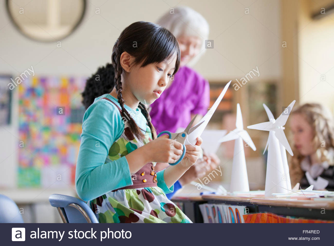 elementary student creating wind turbine models - Stock Image