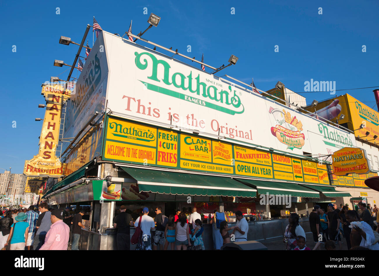 NATHANS FAMOUS HOT DOG STAND SURF AVENUE CONEY ISLAND BROOKLYN NEW YORK CITY USA - Stock Image