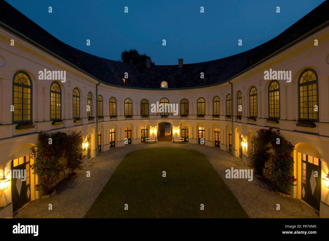 Osterreich Niederosterreich Baden Bei Wien Innenhof Des Hotel