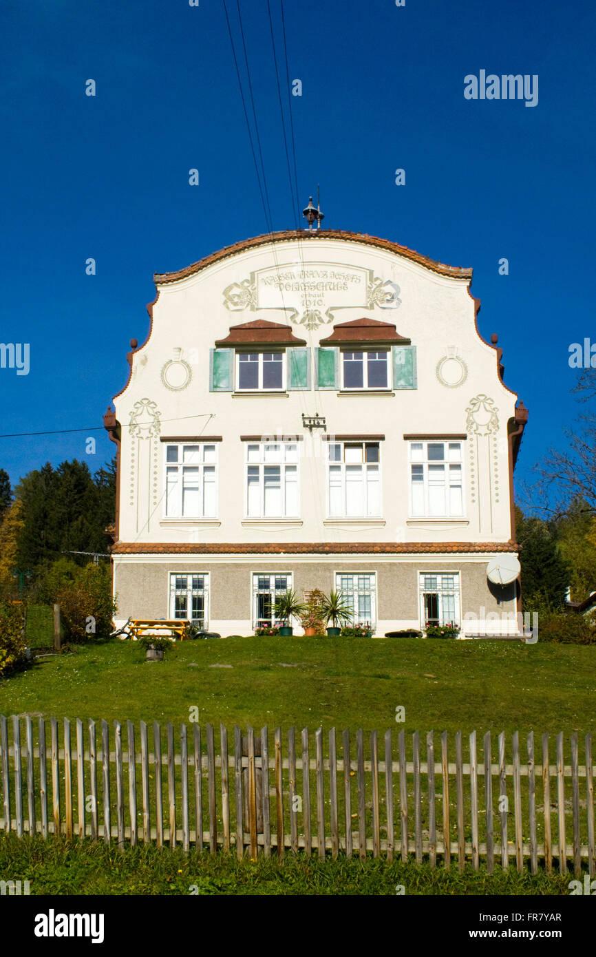 Österreich, Semmering, Breitenstein, Schulgebäude Stock Photo