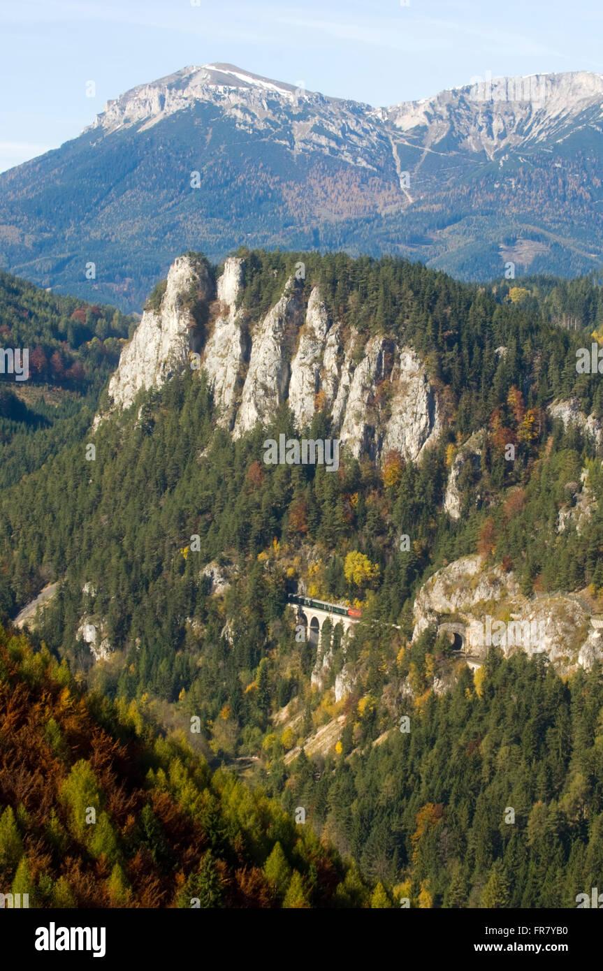 Österreich, Semmering, von 1967 - 1989 prägte der Blick auf das Viadukt 'Kalte Rinne' den Anblick - Stock Image