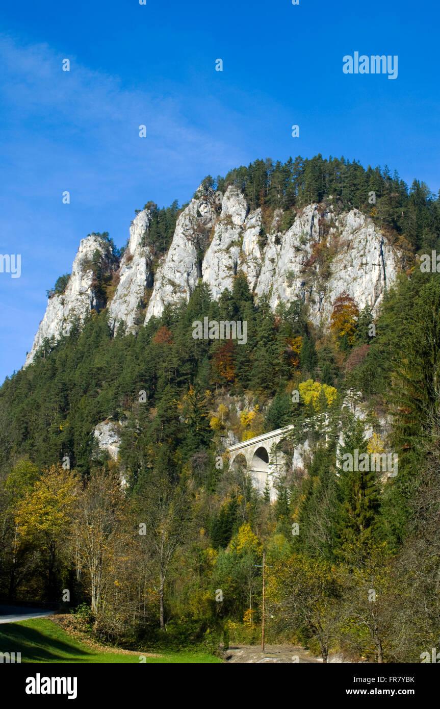 Österreich, Luftkurort Semmering, Blick auf das Viadukt ' Kalte Rinne ' der Semmerimgbahn und auf die - Stock Image