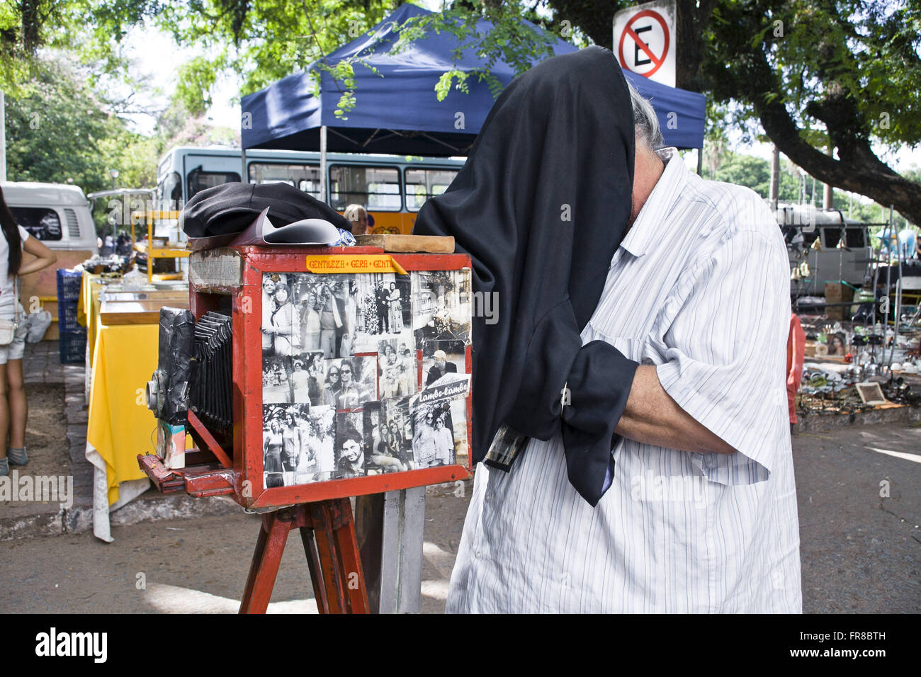 Photographer licks licks at the Fair of the Redemption - Farringdon Park - Stock Image