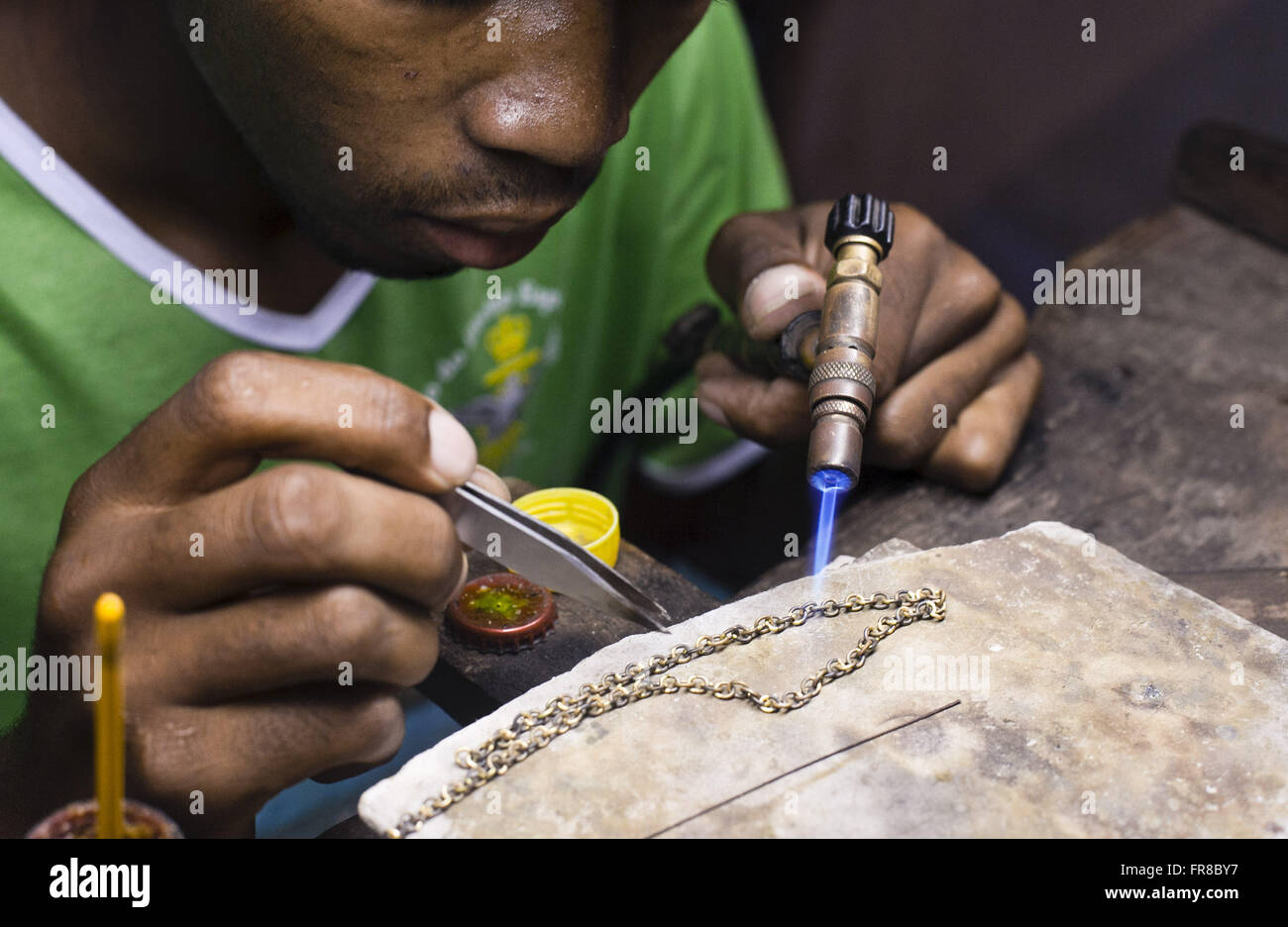 Goldsmith working handmade filigree jewelry in gold and silver - Stock Image