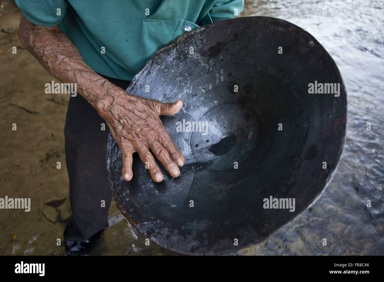 Prospector searching for gold in Rio Araguari - village of Desemboque - Stock Image