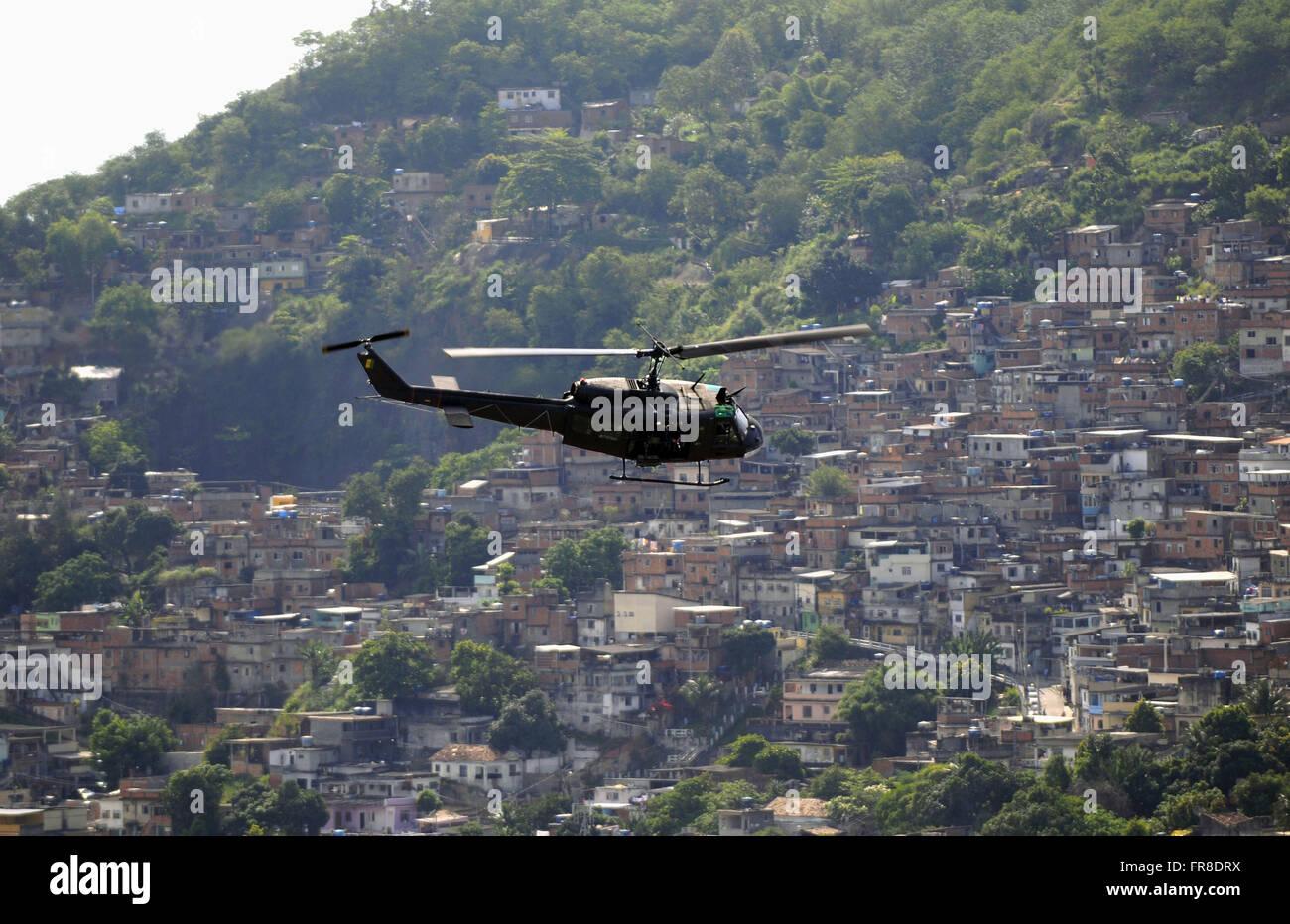 FAB helicopter flying over the Vila Cruzeiro slum in the Penha neighborhood - Stock Image