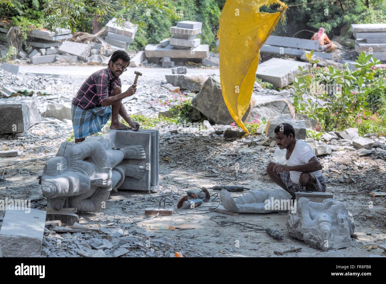 stone cutter in Mahabalipuram, Tamil Nadu, India, Asia - Stock Image