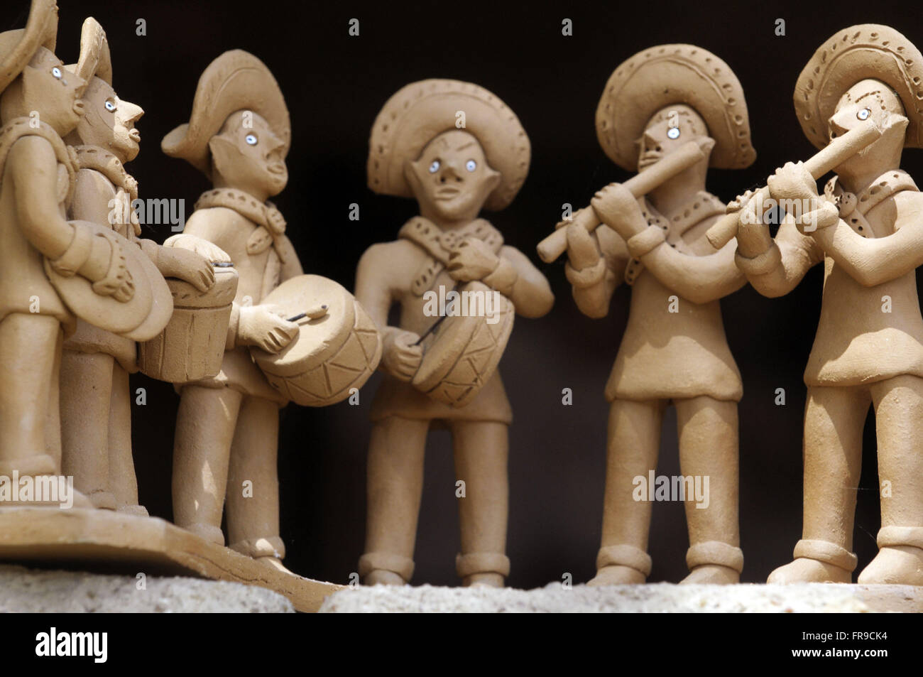 Clay dolls of the band fives Caruaru produced by artisan Severino Vitalino - Stock Image