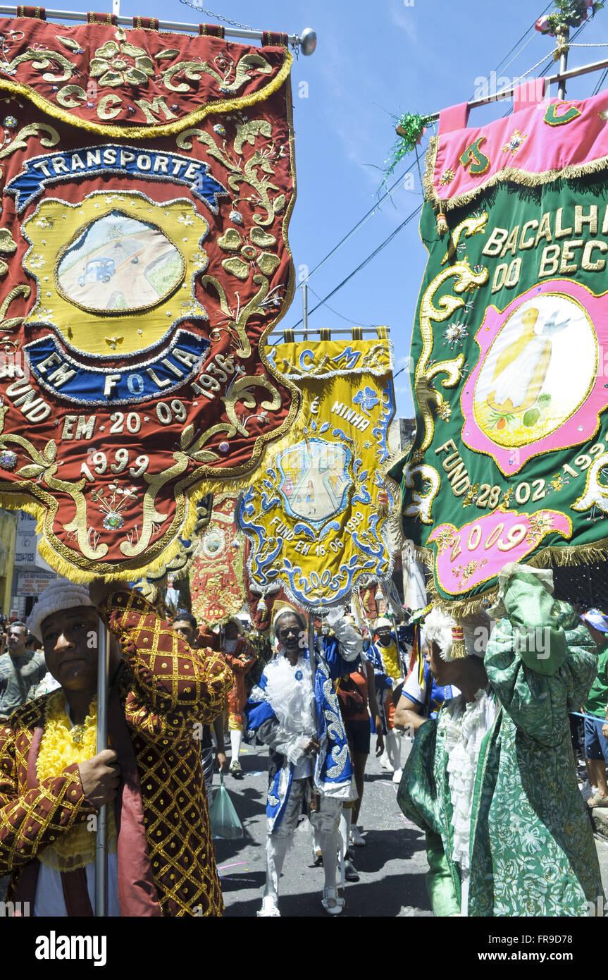 Banners in the carnival parade block the Galo da Madrugada - Stock Image