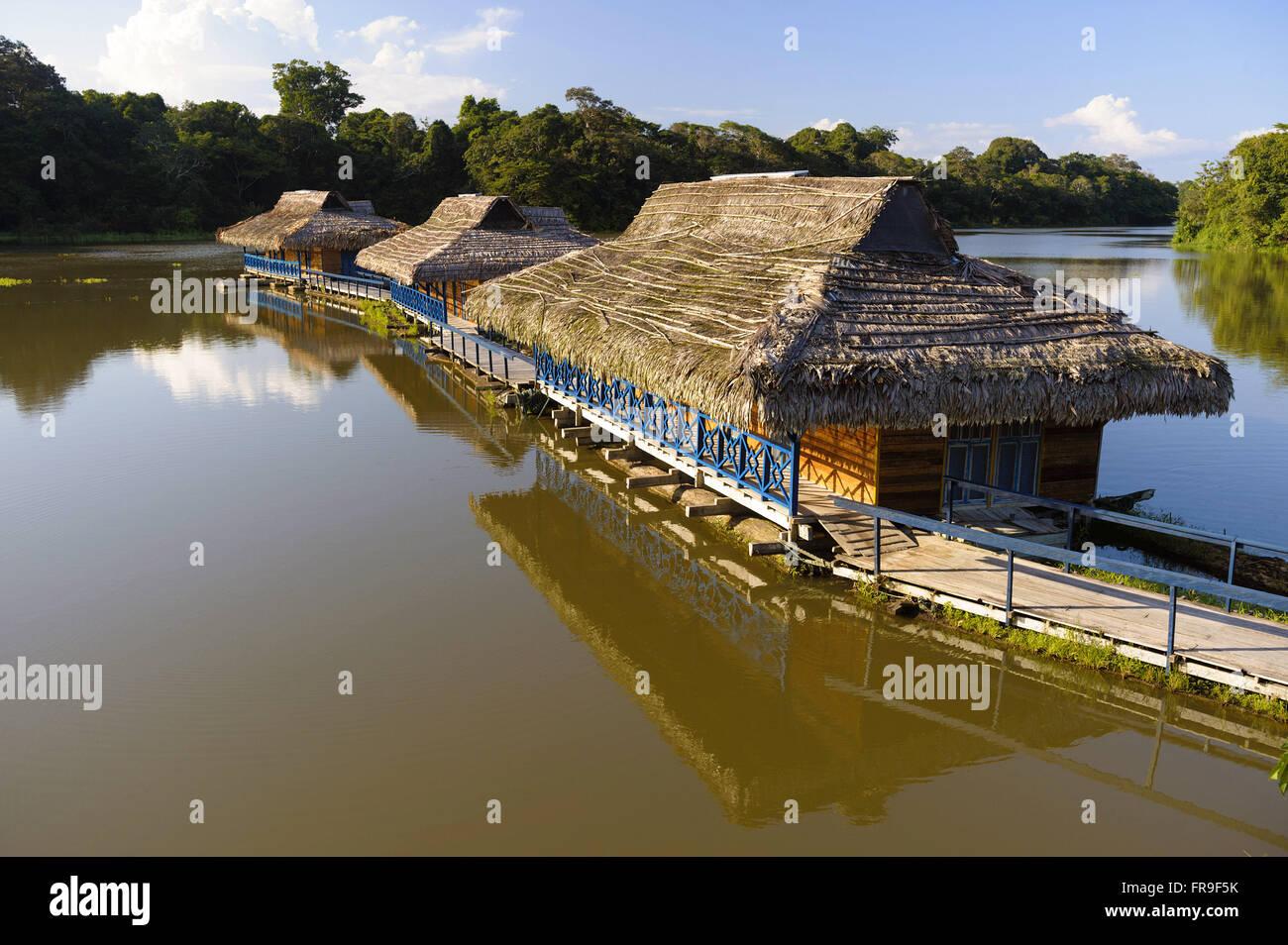 Bangalos floating hostel Uacari - Stock Image