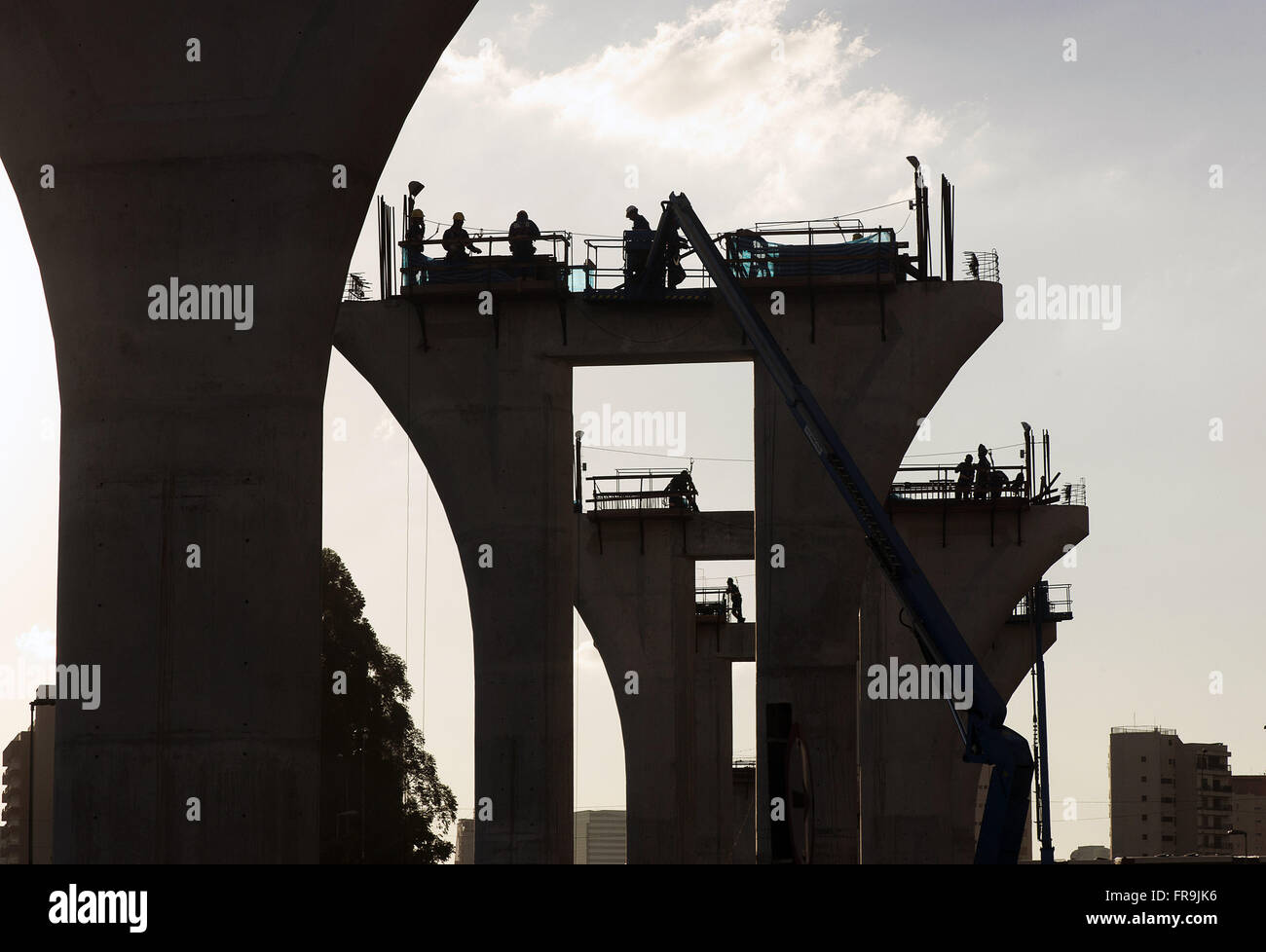 Construction work of Gold Line 17 subway on Avenue Journalist Roberto Marinho - Stock Image