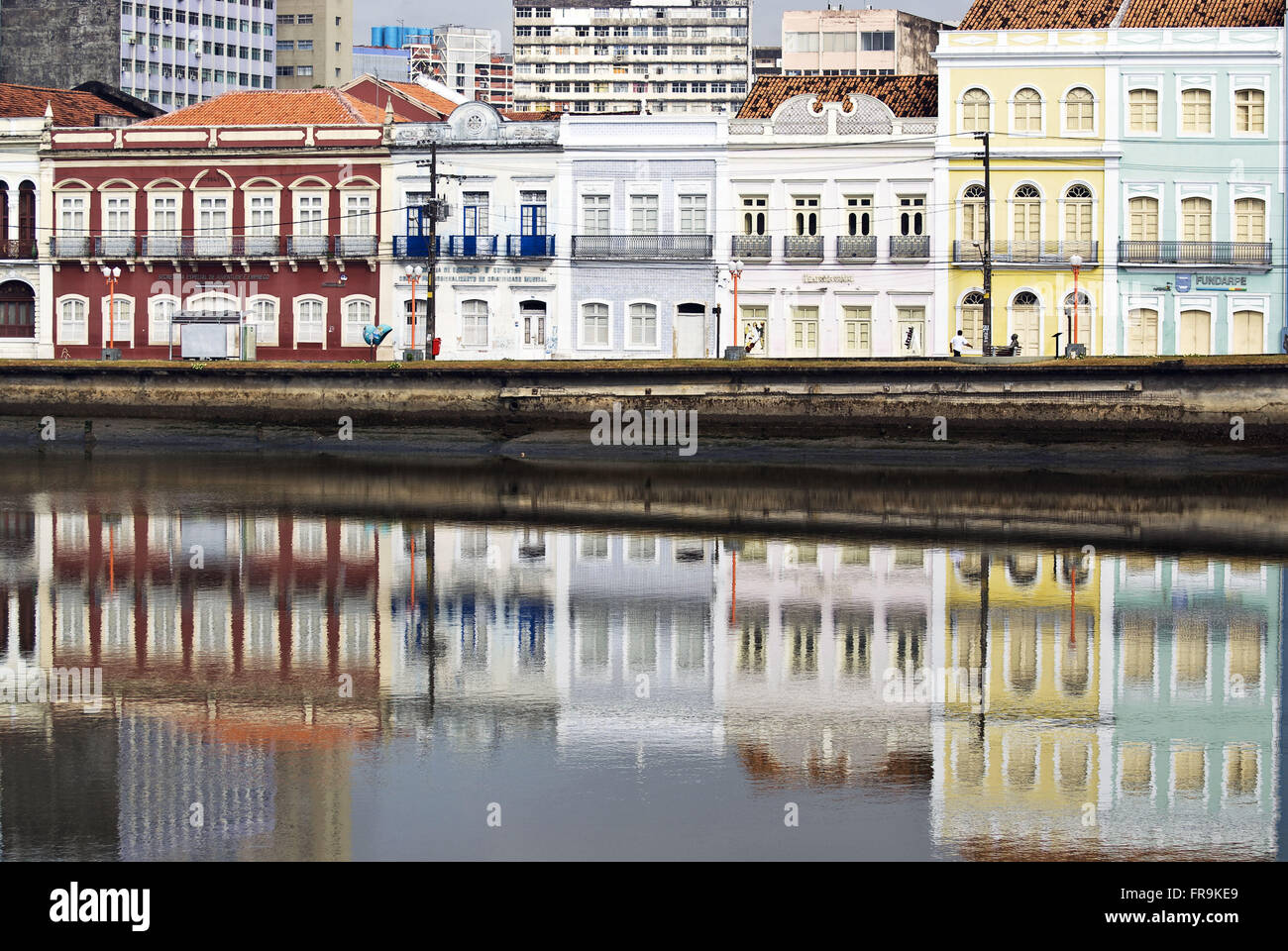 Casarios Aurora Street on the bank of river Capibaribe in Recife - PE - Stock Image