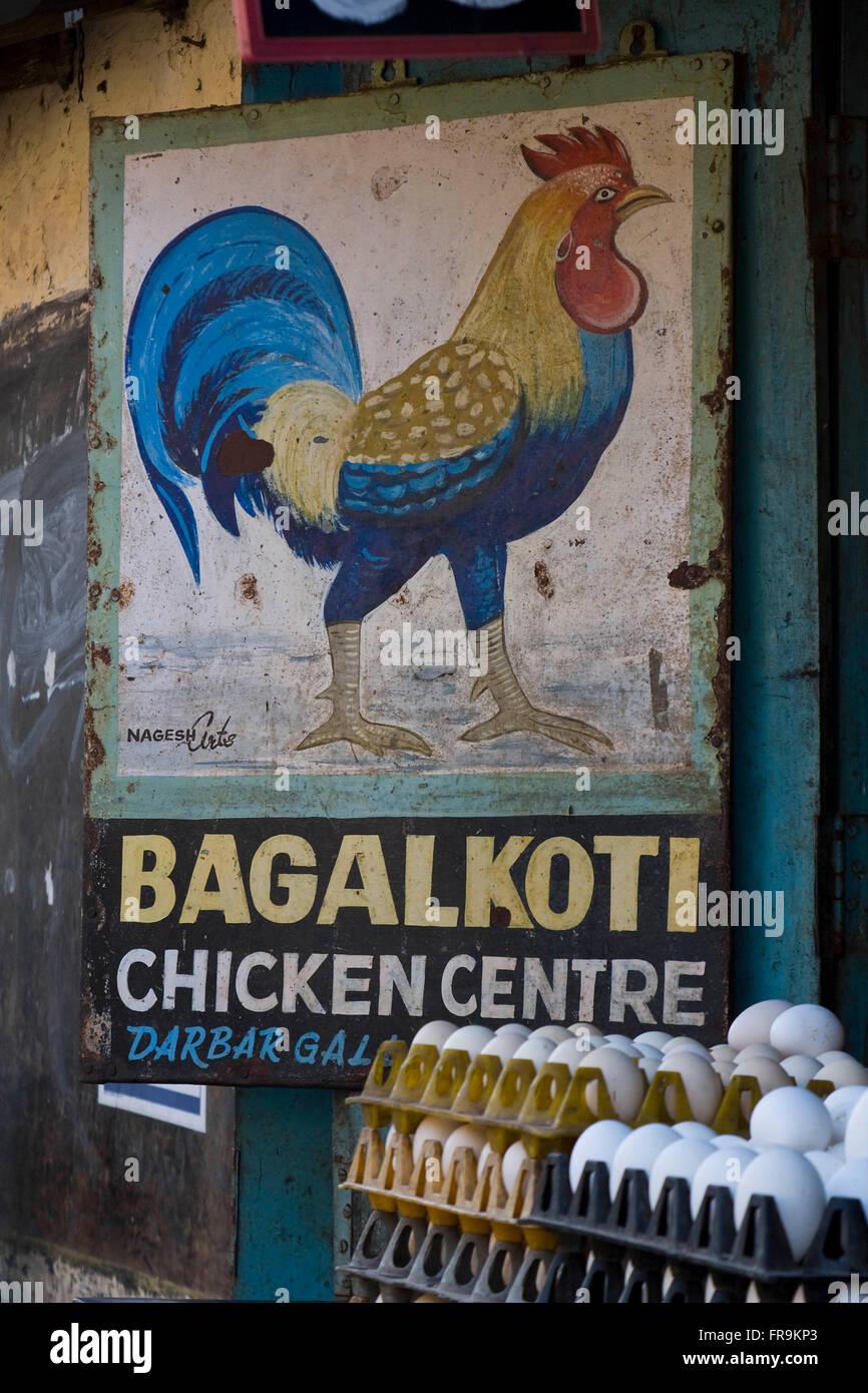 Asien, Indien, Karnataka, Belgaun, Werbung fuer ein Eiergeschaeft - Stock Image