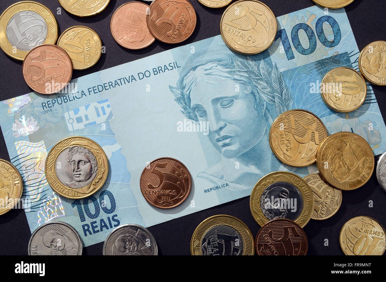 Cedula Hundred Dollars and coins in circulation in Real Parents - Stock Image