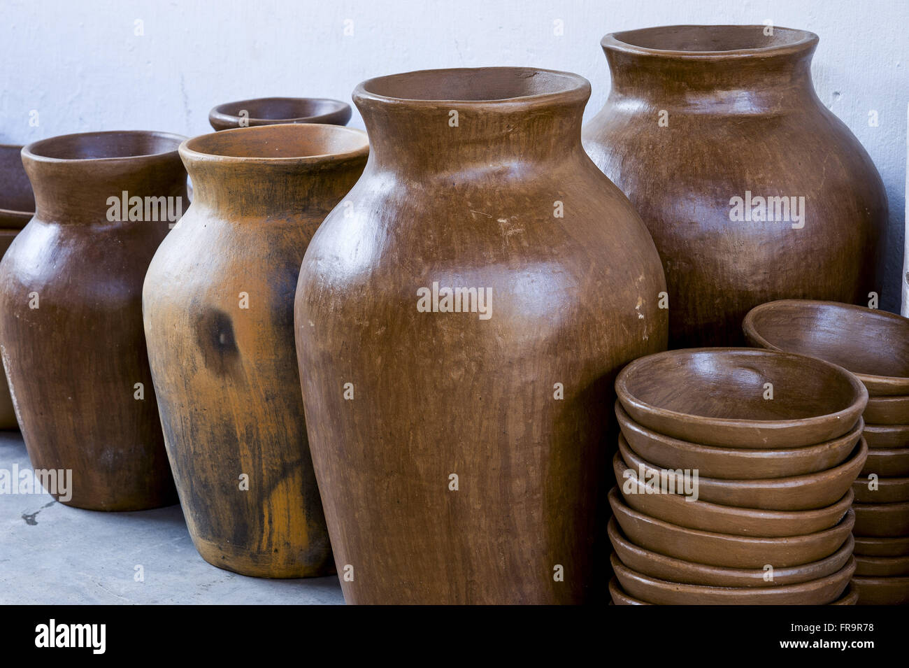 Utilitarian pieces sculpted in clay by Francisco de Lima Caninde - Stock Image