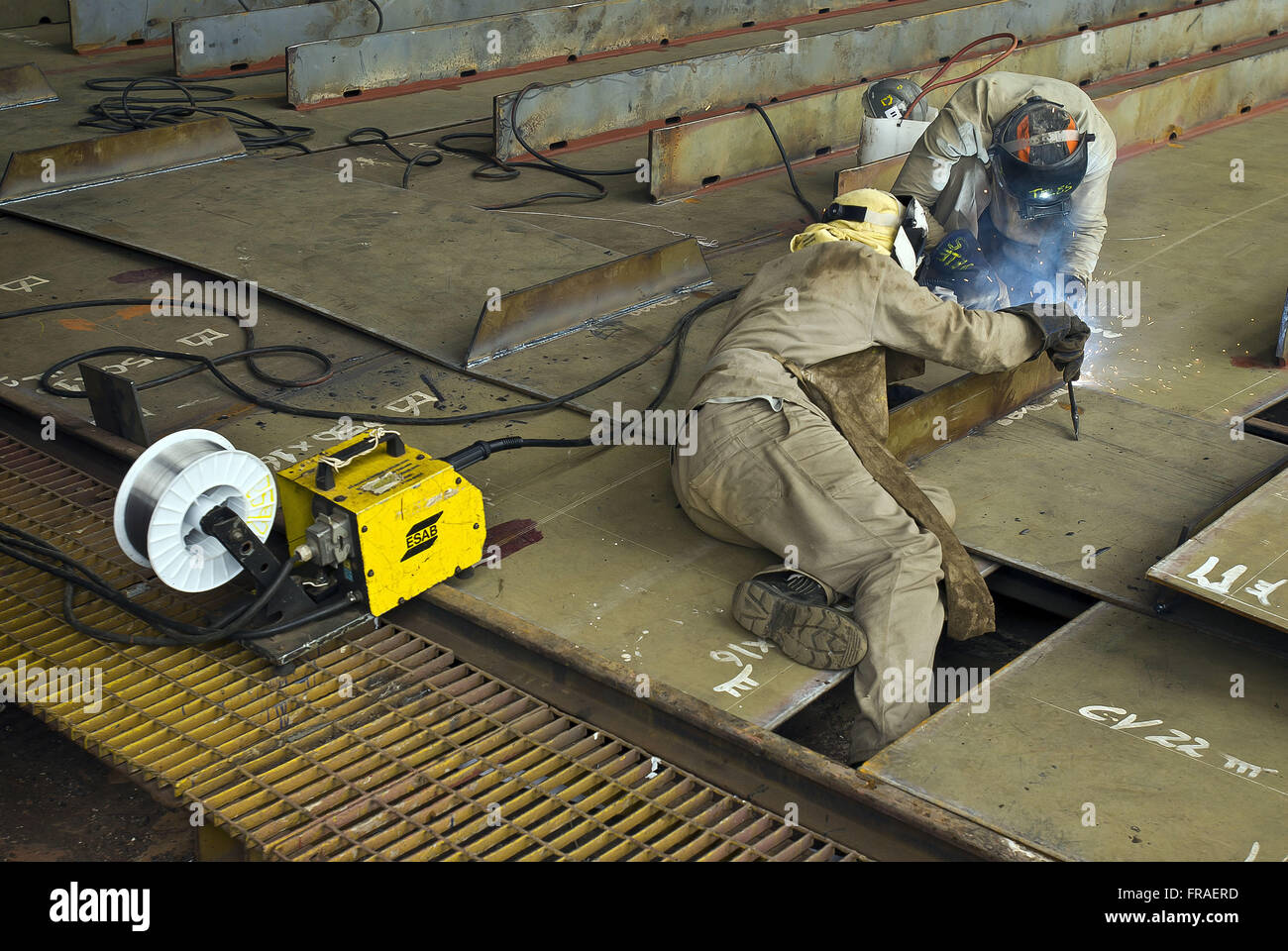 Operatives with sander in shipbuilding - Stock Image