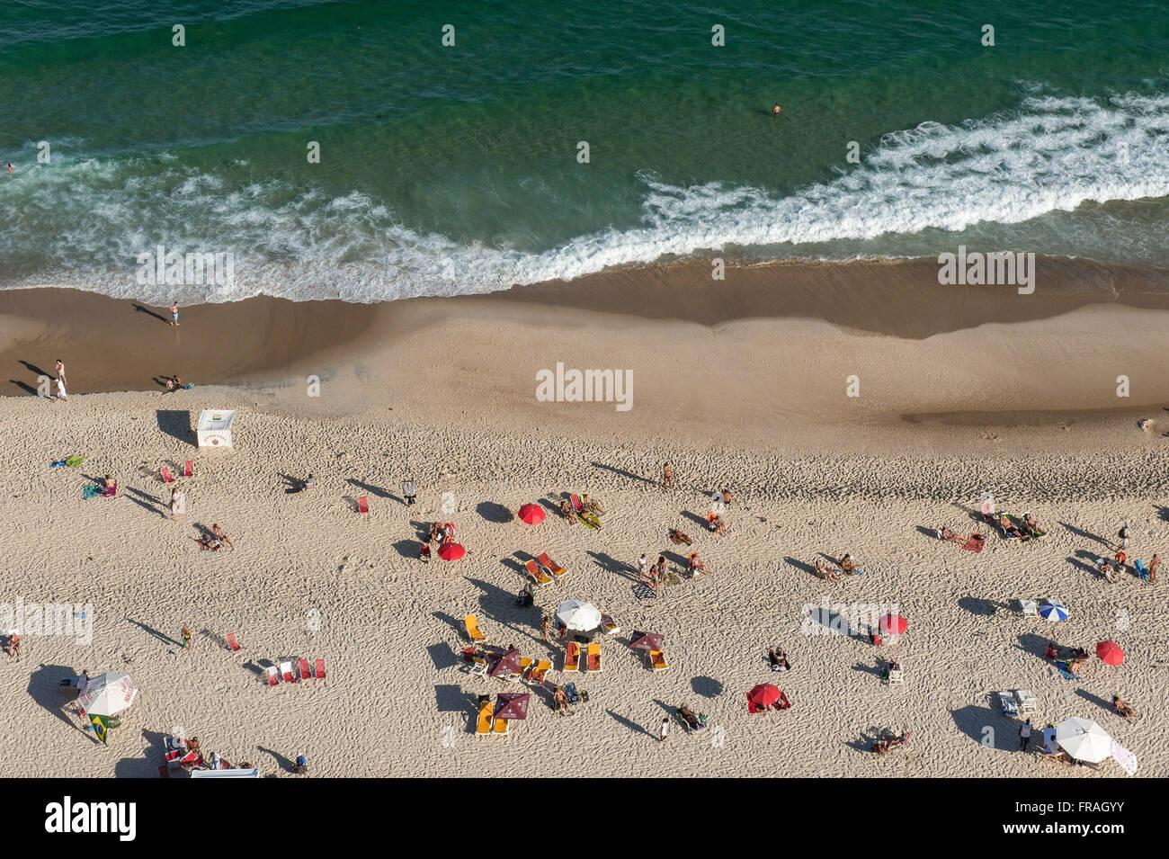 Top view of sunbathers on Ipanema Beach - Stock Image