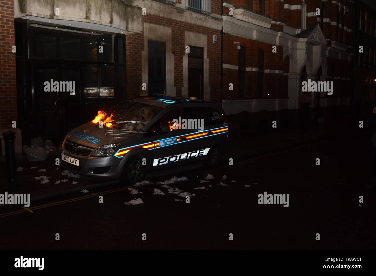 November 5th 2015. London, UK. Met Police car burns as protesters set fire to it. ©Marc Ward/Alamy Stock Photo