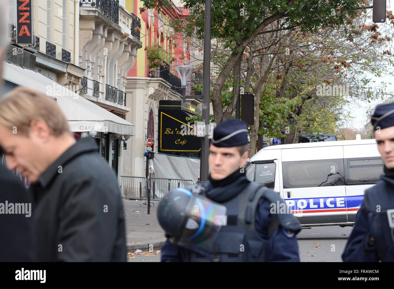 November 14th 2015. Paris, France. Police van and white sheeting prevents media intrusion to the Bataclan. ©Marc - Stock Image
