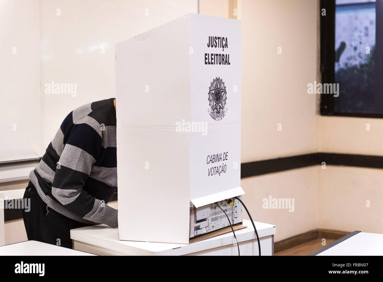 Voter electronic voting in urn at PUC-Rio - Elections 2014 - Stock Image