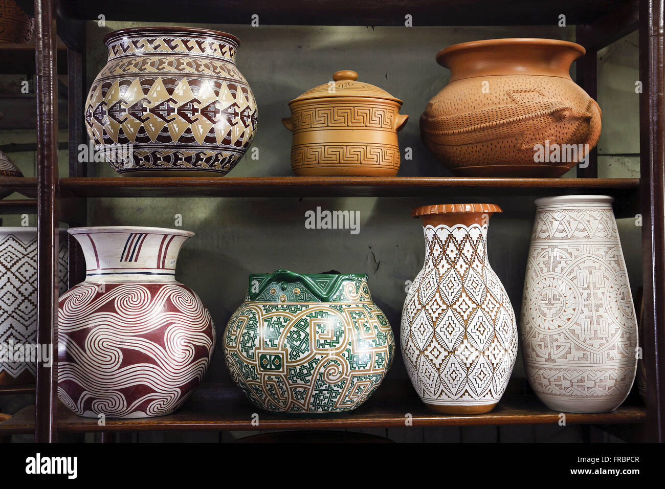 Ceramic vases with marajoaras drawings produced in the workshop of the Master Anísio - Stock Image