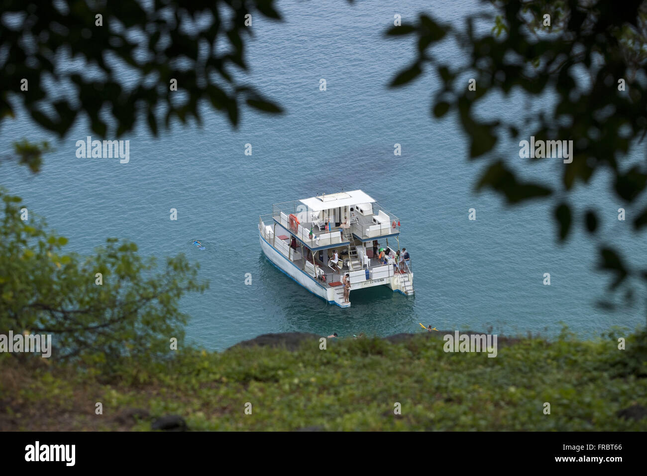 Anchored boat with tourists in the region of Praia do Sancho - Stock Image