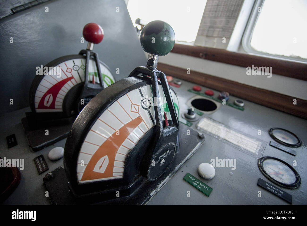 Detail of instruments on the bridge of the tug Sea-Triumph - £ 23 Navy of Brazil - Stock Image
