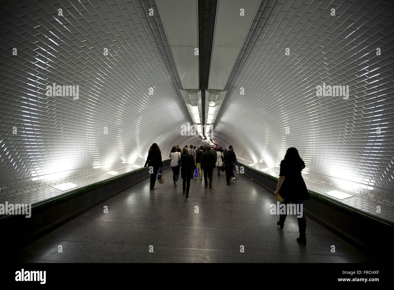 Movement of people in the hall of subway station - Stock Image