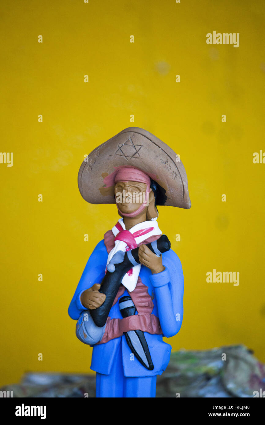 Clay sculpture of outlaw in Alto do Moura neighborhood - Stock Image