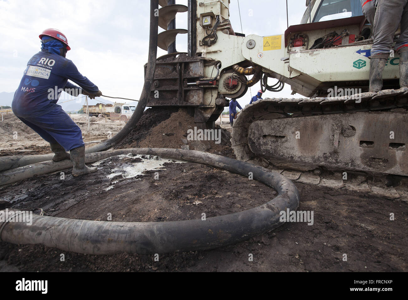 Rotary drilling machine in the works of the foundation Parque Olimpico Rio 2016 - Stock Image