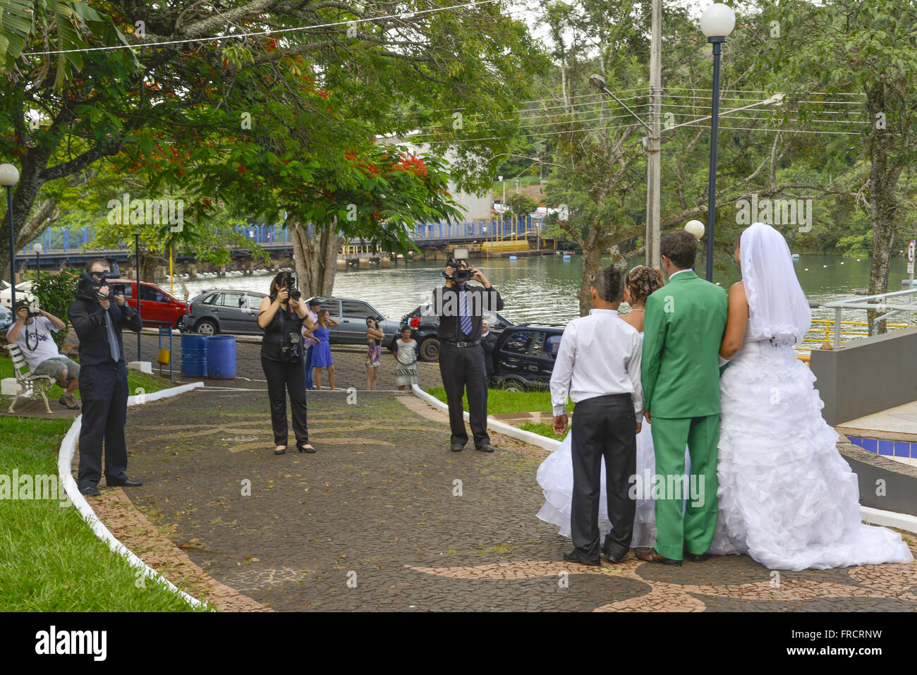 Newlyweds being photographed at Praça Benedito Silveira Camargo - Stock Image