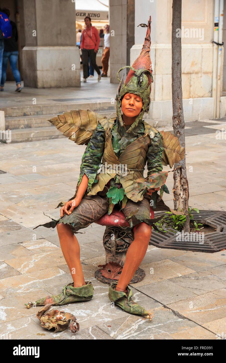 Europe, Spain, Balearic Islands, Mallorca, Palma de Mallorca, street scenes,plaza, female mime. - Stock Image