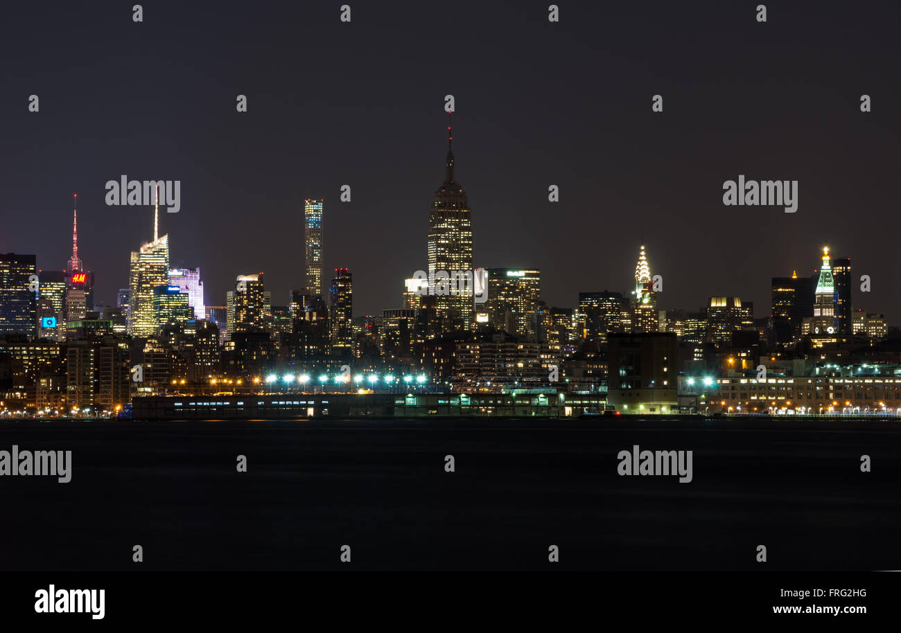 Empire State Building unlit in tribute to the Brussels terrorist attacks - Stock Image