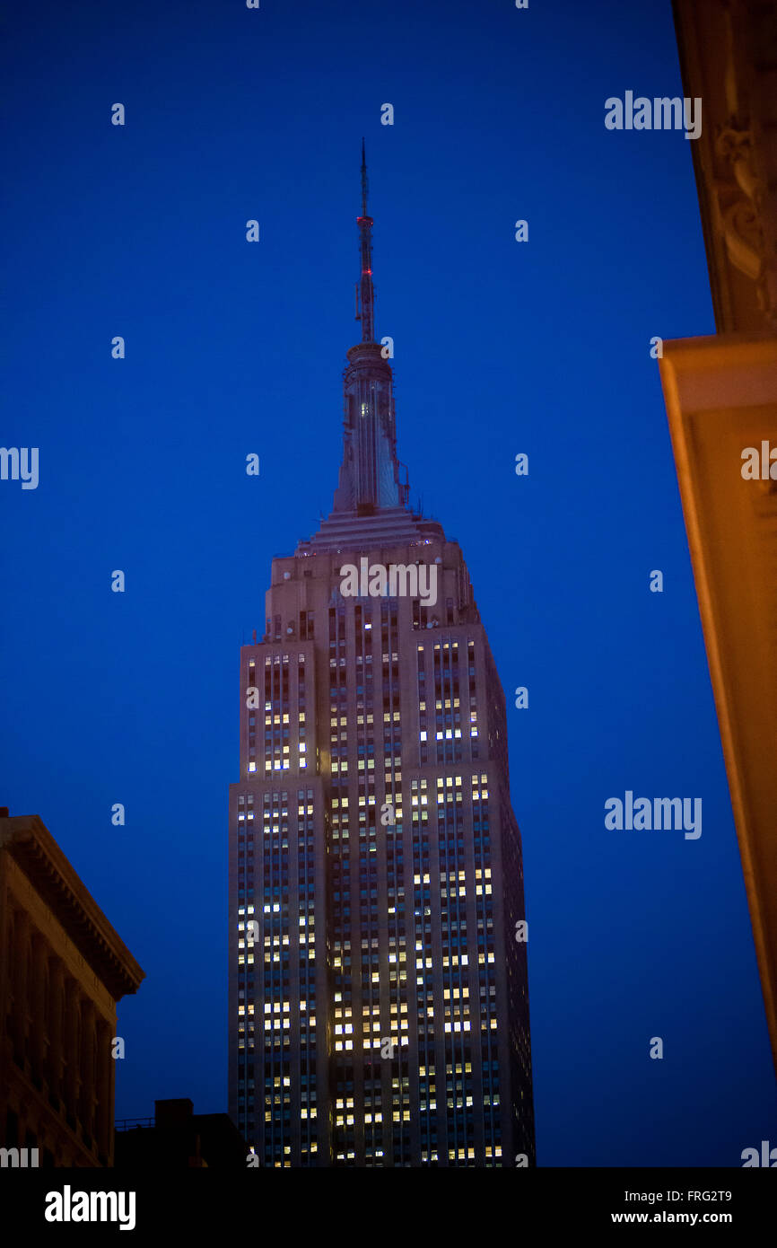 New York, USA. 22nd Mar, 2016. The tower lights of the iconic Empire State Building in New York are dark on Tuesday, - Stock Image