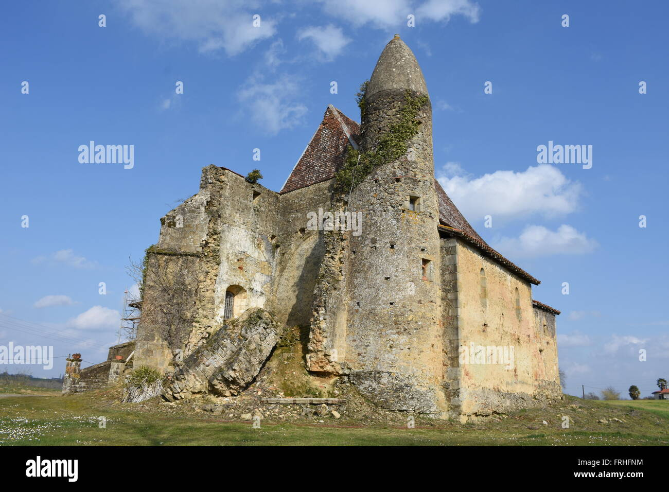 Mauriet ruined church Gers France - Stock Image