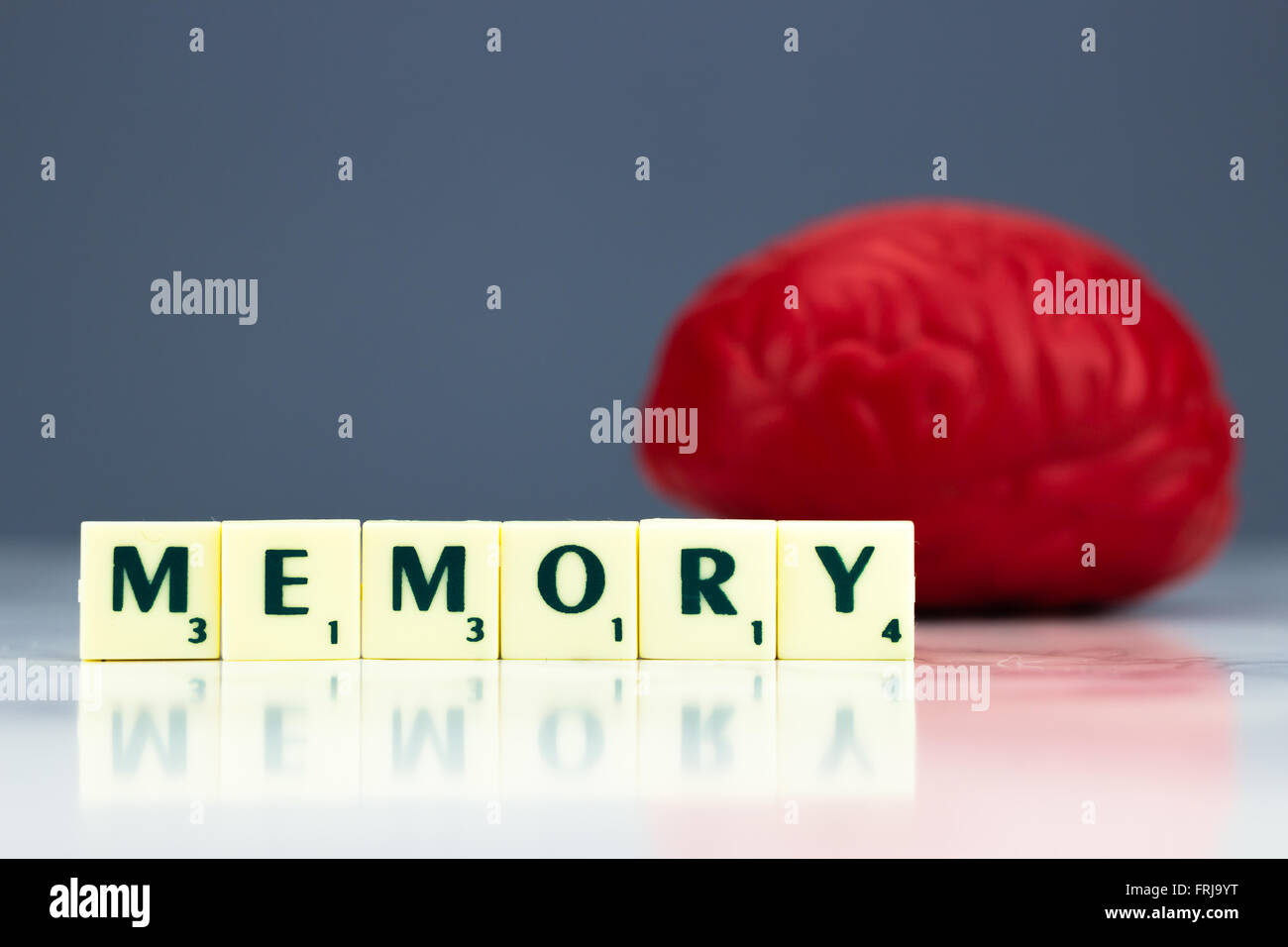 Red brain with memory sign on dark background - Stock Image