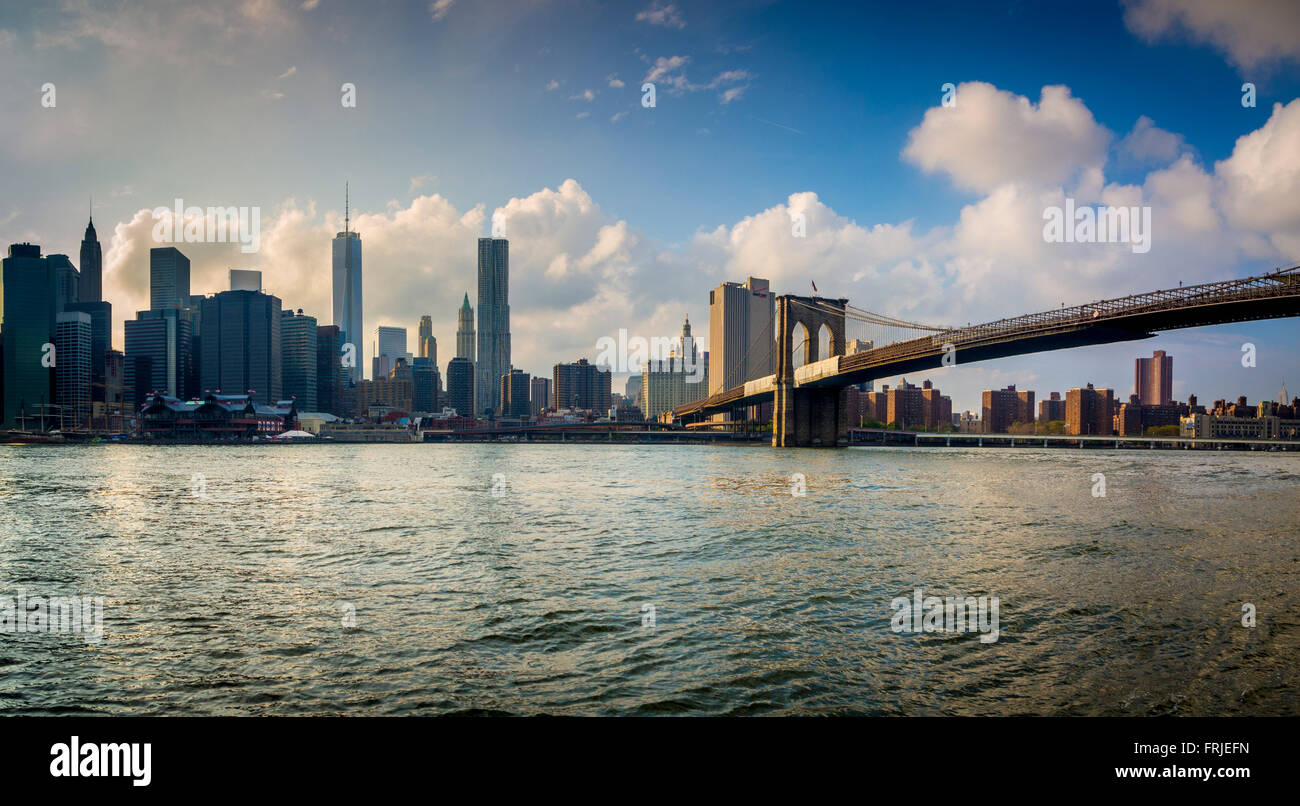 Manhattan skyline with Brooklyn Bridge, New York, USA. - Stock Image