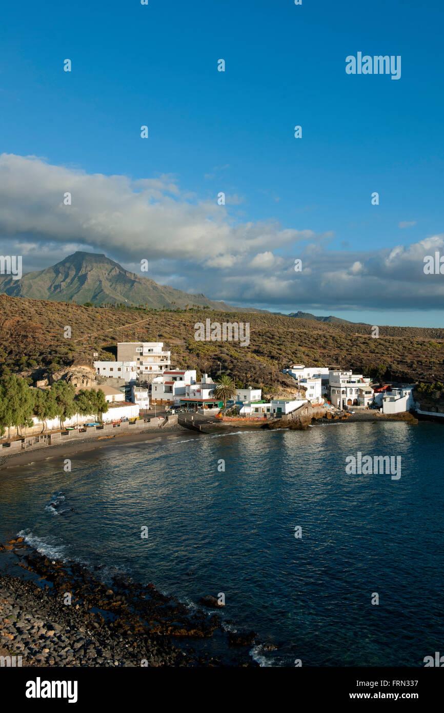 Spanien, Teneriffa, Costa Adeje, El Puertito östlich von Playa Paraiso, dahinter der Tafelberg Roque del Conde - Stock Image