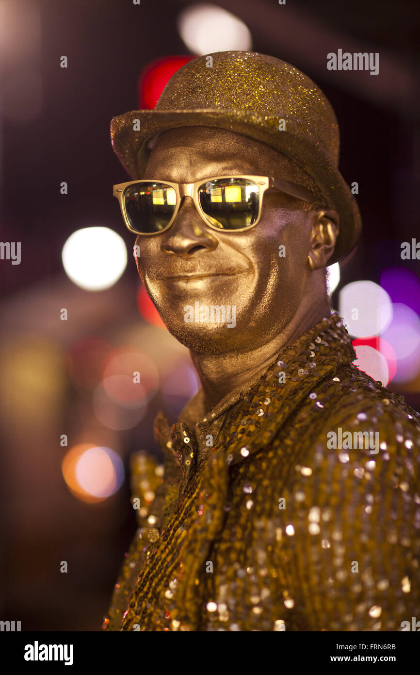 A mime, dressed up as a man in gold, Hollywood Boulevard, Hollywood, Los Angeles, California, USA - Stock Image