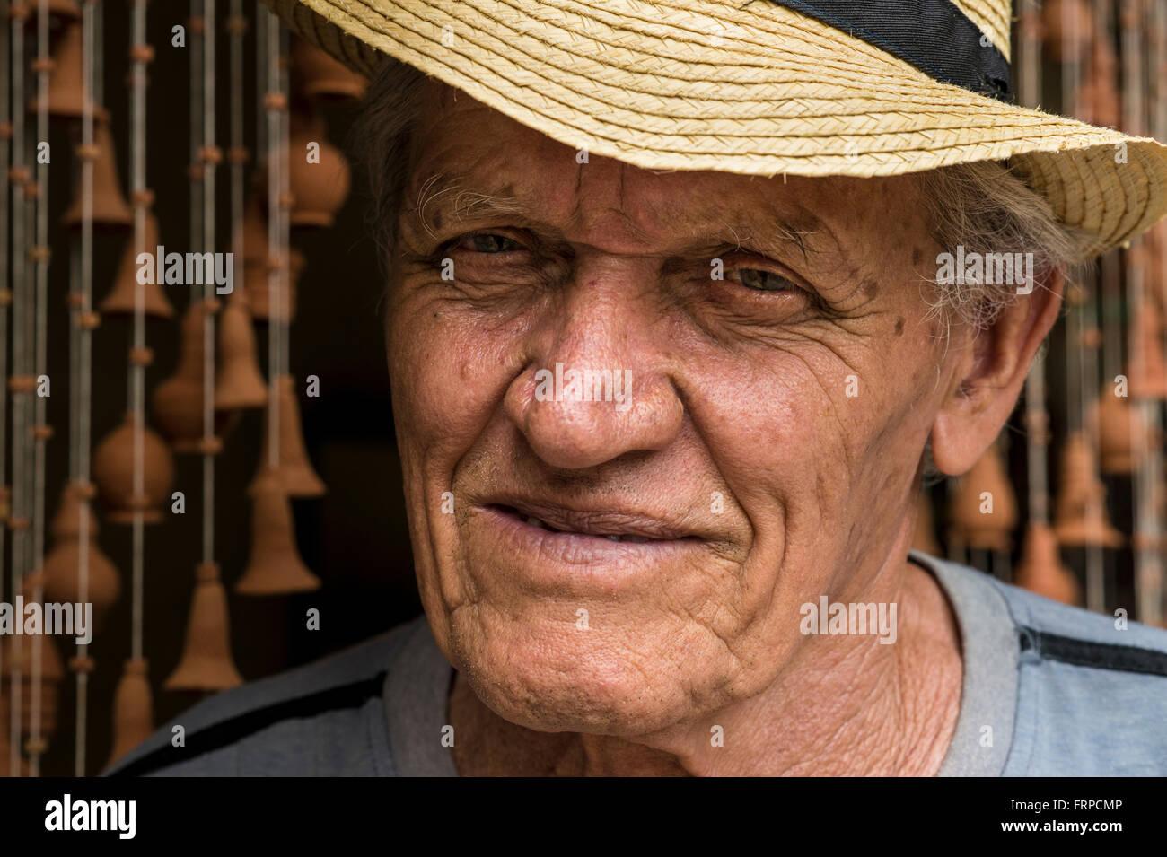 Portrait of Daniel 'Chichi' Santander, renowned Cuban potter at his workshop El Alfarero Casa Chichi. Trinidad, - Stock Image