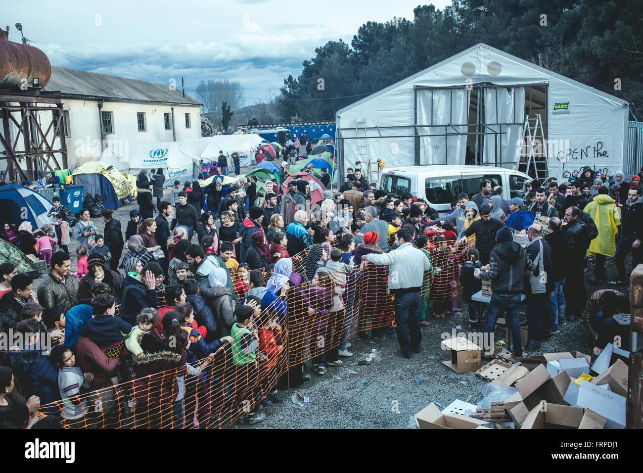 Idomeni refugee camp on the Greece-Macedonia border, refugees queue for food, Idomeni, Central Macedonia, Greece - Stock Image