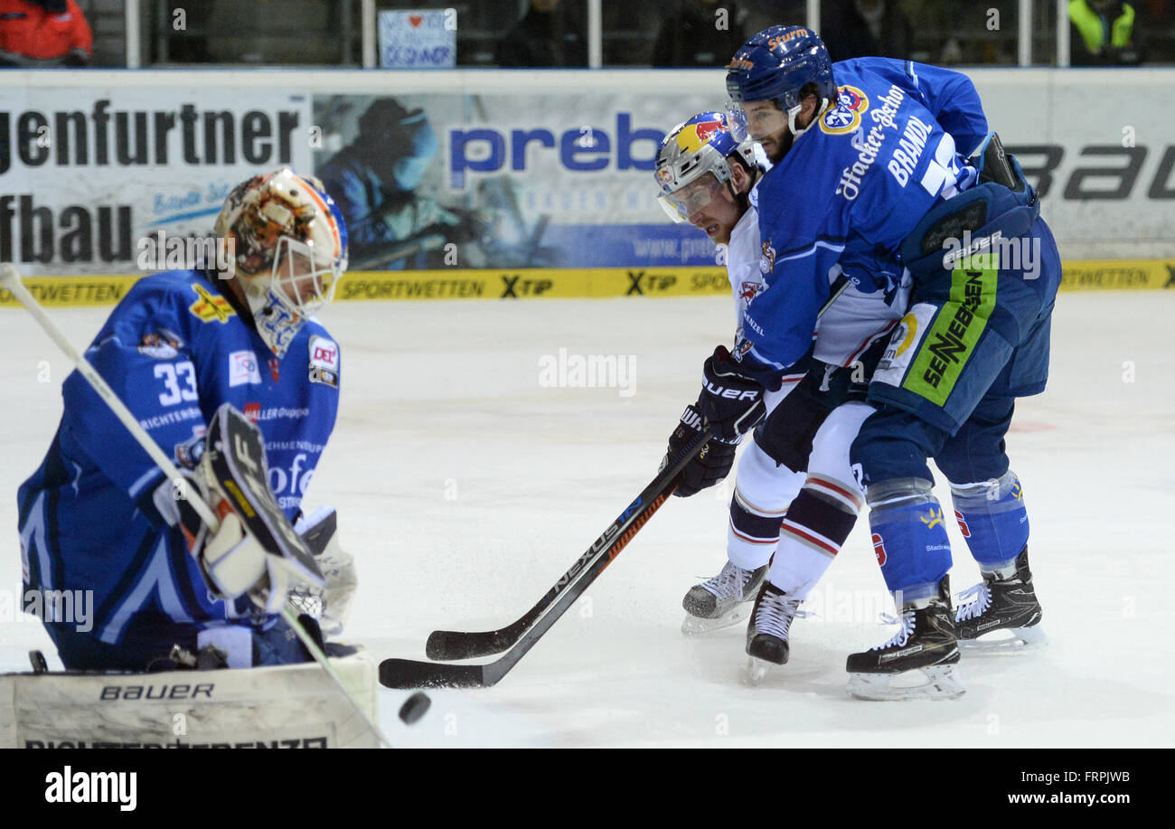 Ice Hockey Goalie In Front Stock Photos & Ice Hockey Goalie